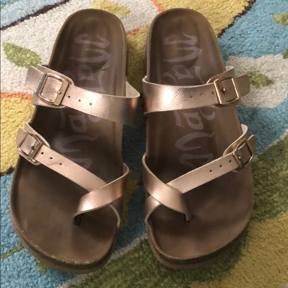 9ca16f30b392 Birkenstock Shoes - Birkenstock-esque rose gold sandals from Target
